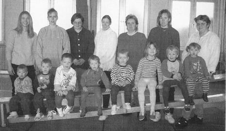 Die Mutter/Kind-Gruppe, geleitet von Übungsleiterin Karin Schlüns (3. von rechts)