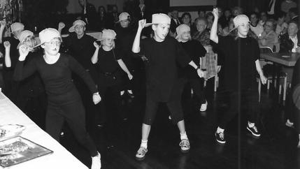 Aufführung auf dem Tanzsaal im Gasthof Knigge.