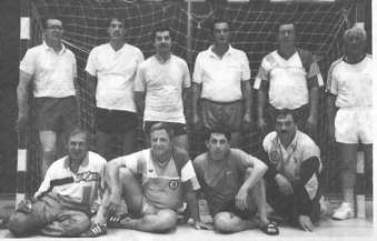 Alterfahrene Handballer ließen die Alt-Herrengymnastik-Gruppe unter der Leitung von Peter Vetter wieder aufleben.