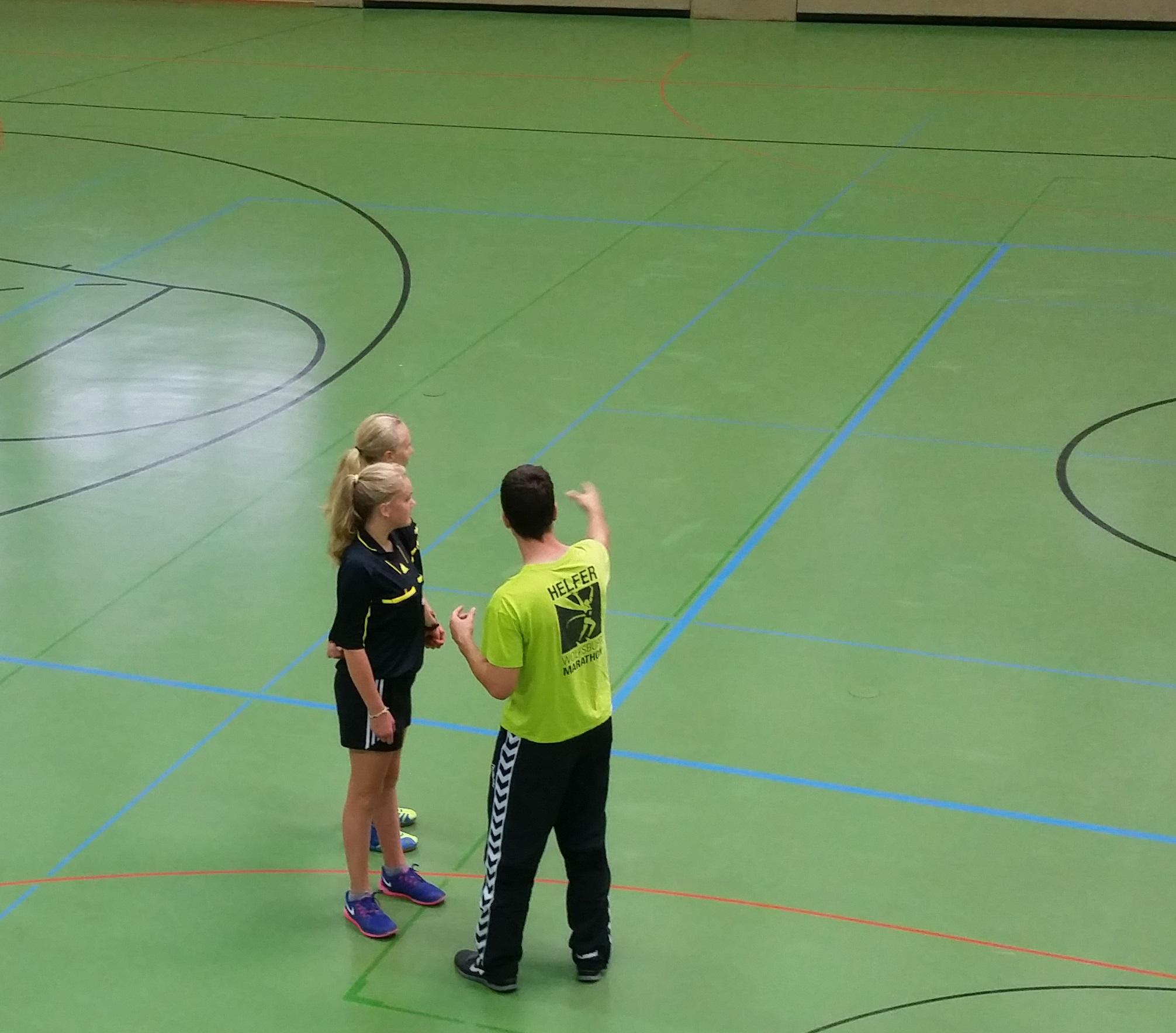 Pauline und Julia mit Schiedsrichterwart Benjamin